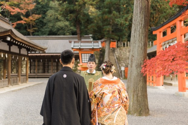 wedding couple at Shinto temple in Japan