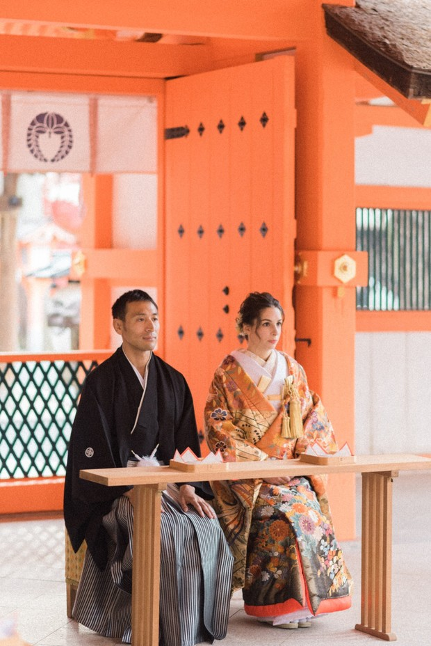wedding couple in traditional Japanese wedding ceremony