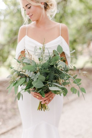 bride with neutral bouquet