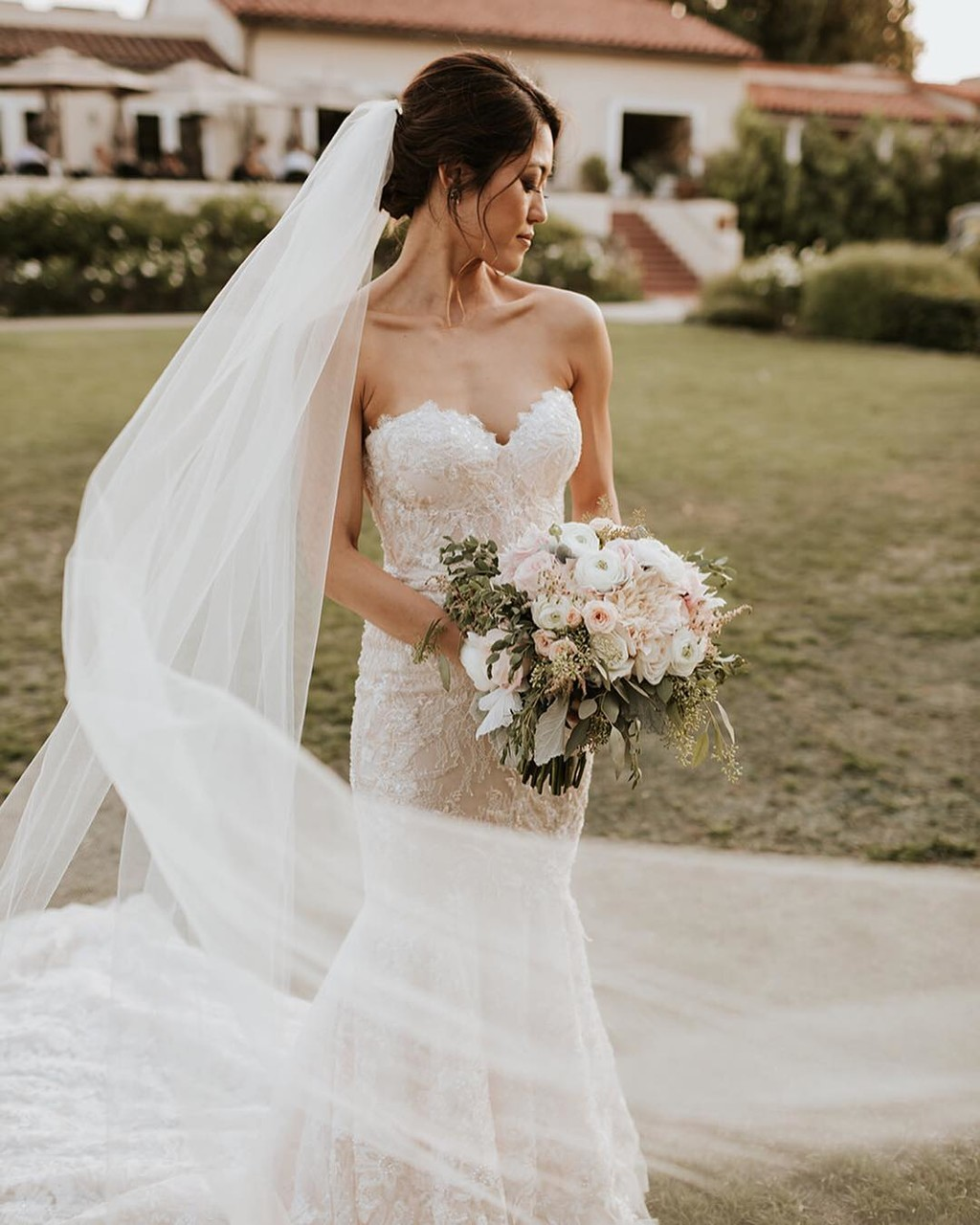 That sway in her veil...was it the wind? Or a really great bridal assistant? 😉 Did you know all of our packages include a bride