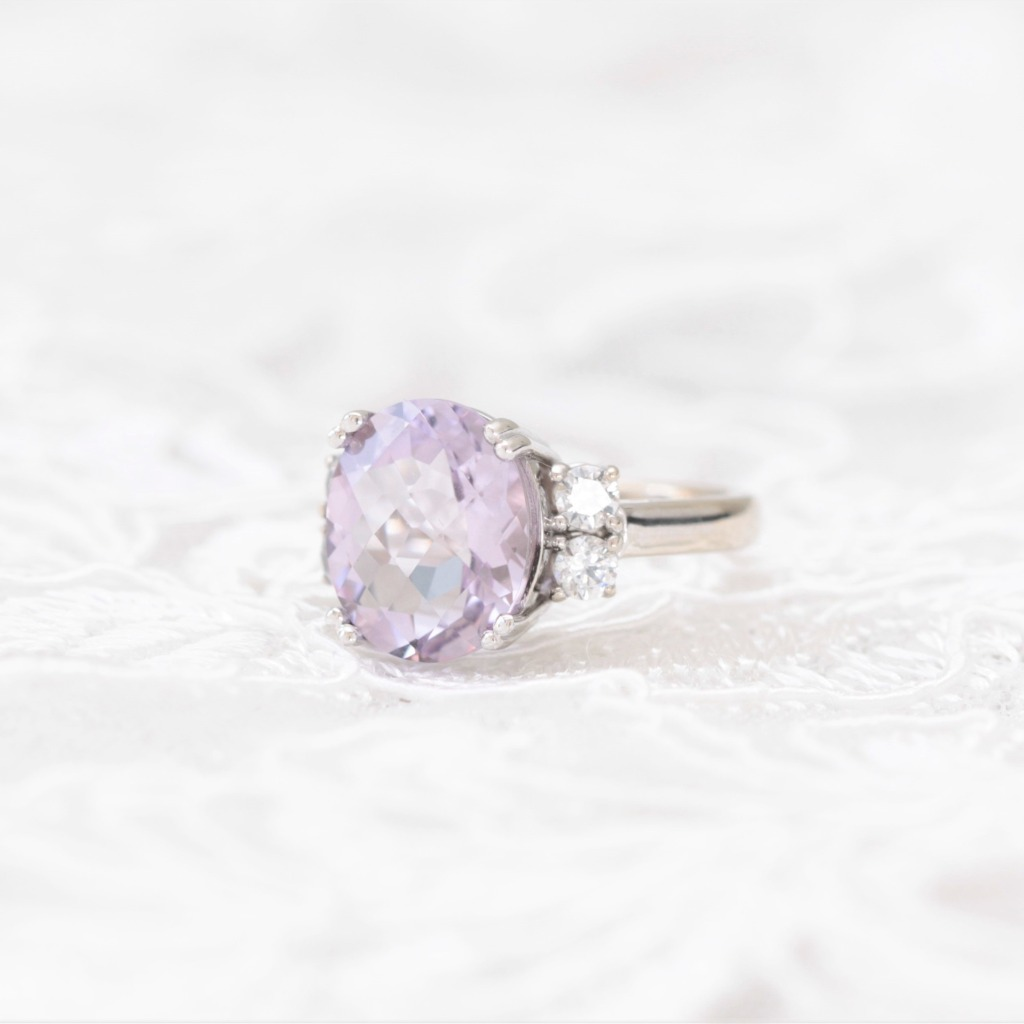 This beautiful ring features a stunning centre checkerboard oval Pink Amethyst set into 14 carat gold band, with 4 gorgeous round diamonds