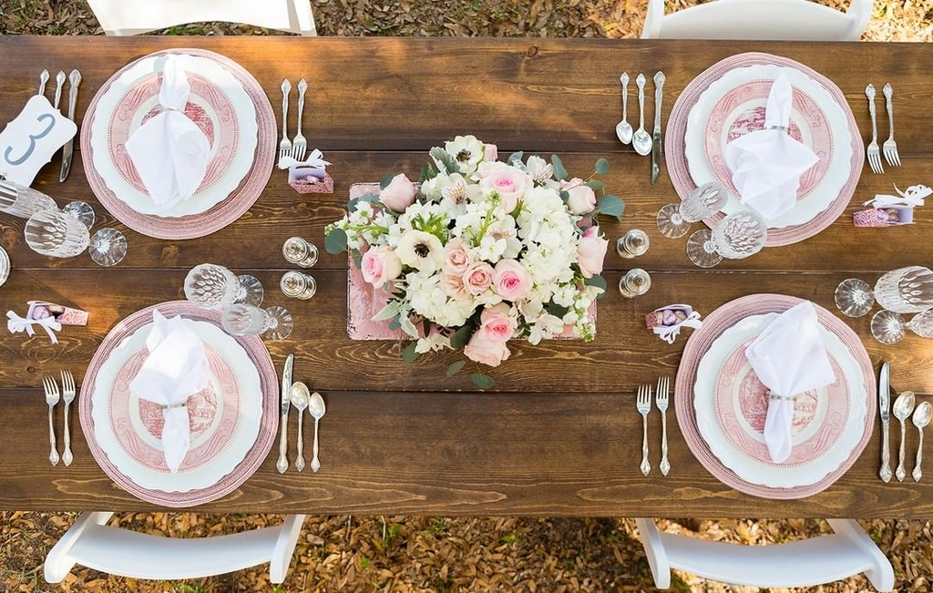 Obsessed with this tablescape from a recent shoot at Arundel Estate