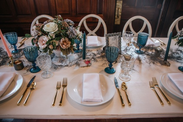 gold and blue wedding table decor
