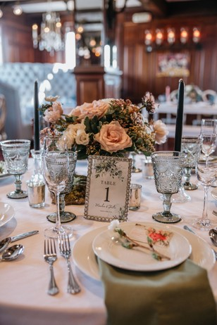 sag and white wedding table decor