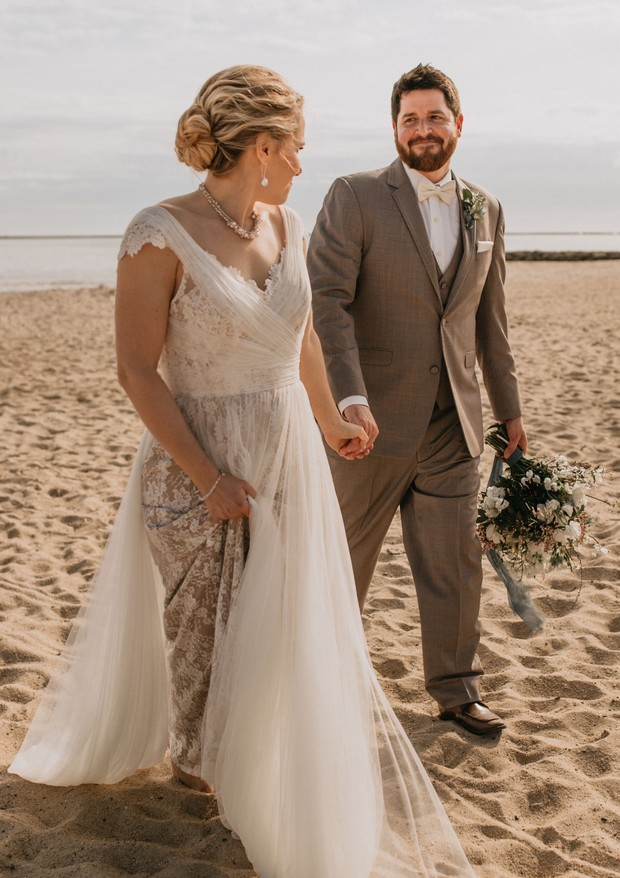 wedding couple at the beach