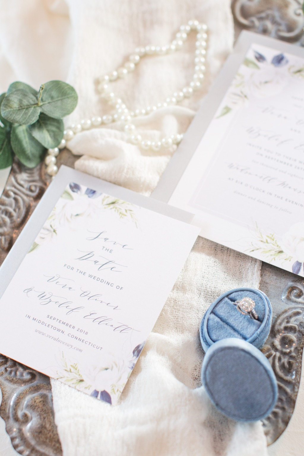 The Oil Paint Textured Wedding Invitations are the perfect way to make your wedding elegant and memorable.