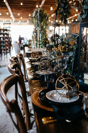 black and gold wedding table decor