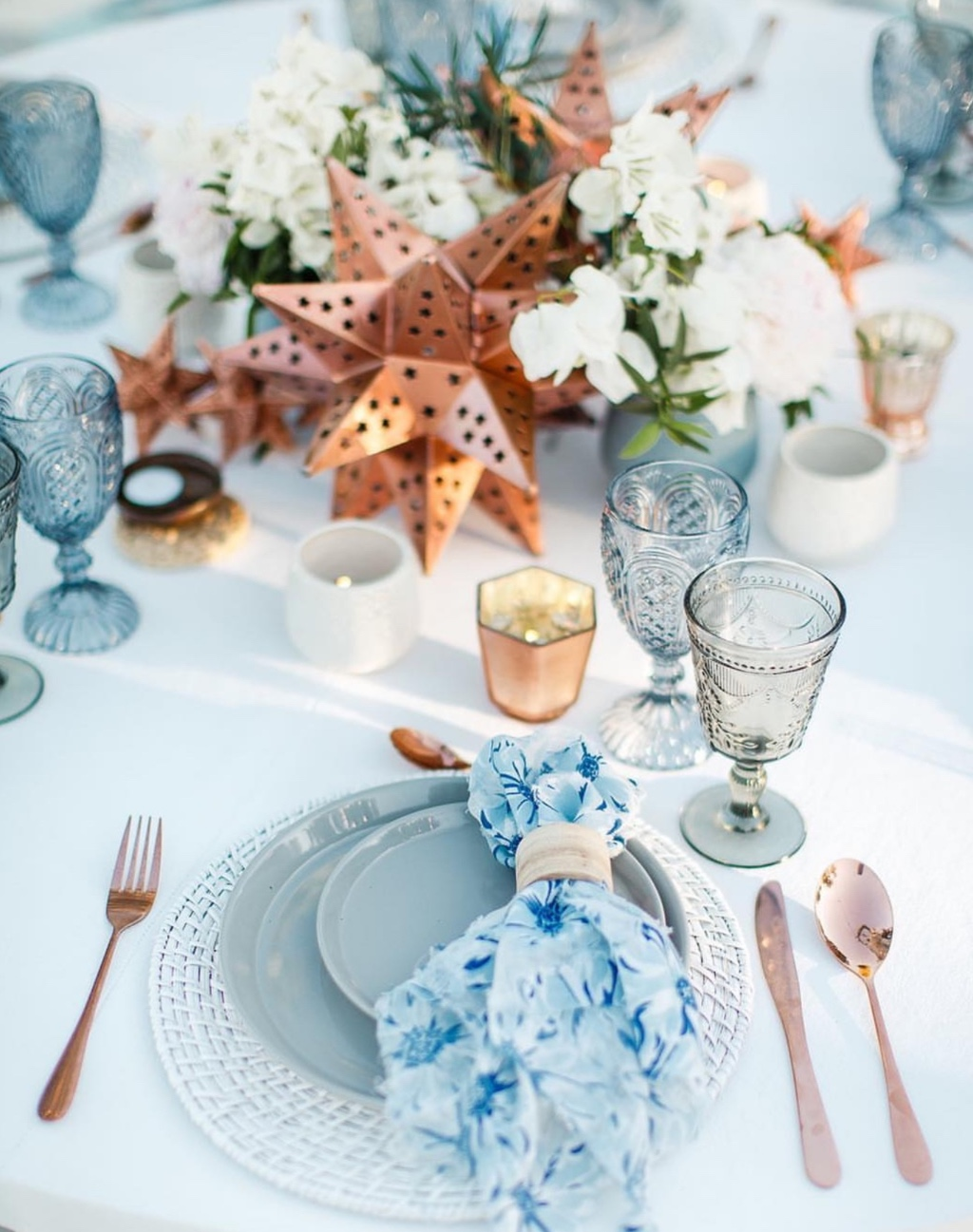 Love all the details about this summer inspiration table decor!