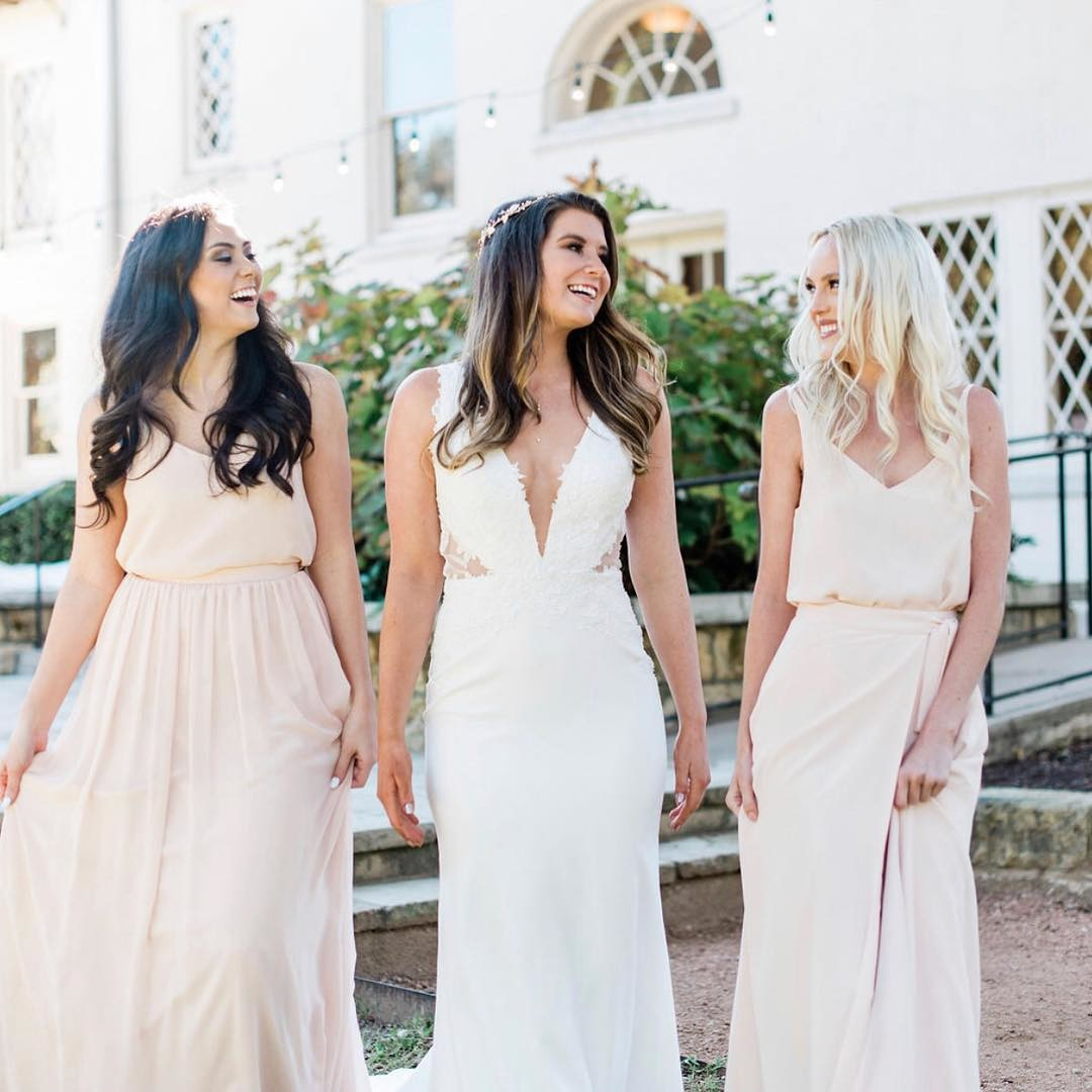 Where would a blushing bride be without her babes?💕