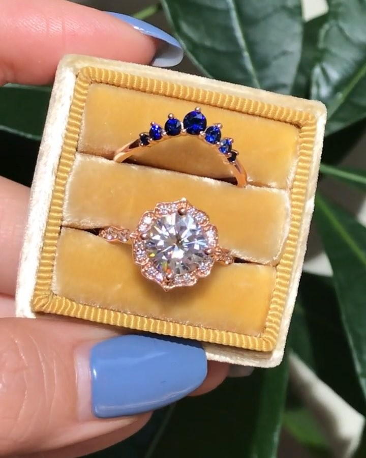 If you're gonna accent your bridal set with any color, add something blue 💙 Our 7 Stone Sapphire Curved Wedding Ring is the perfect