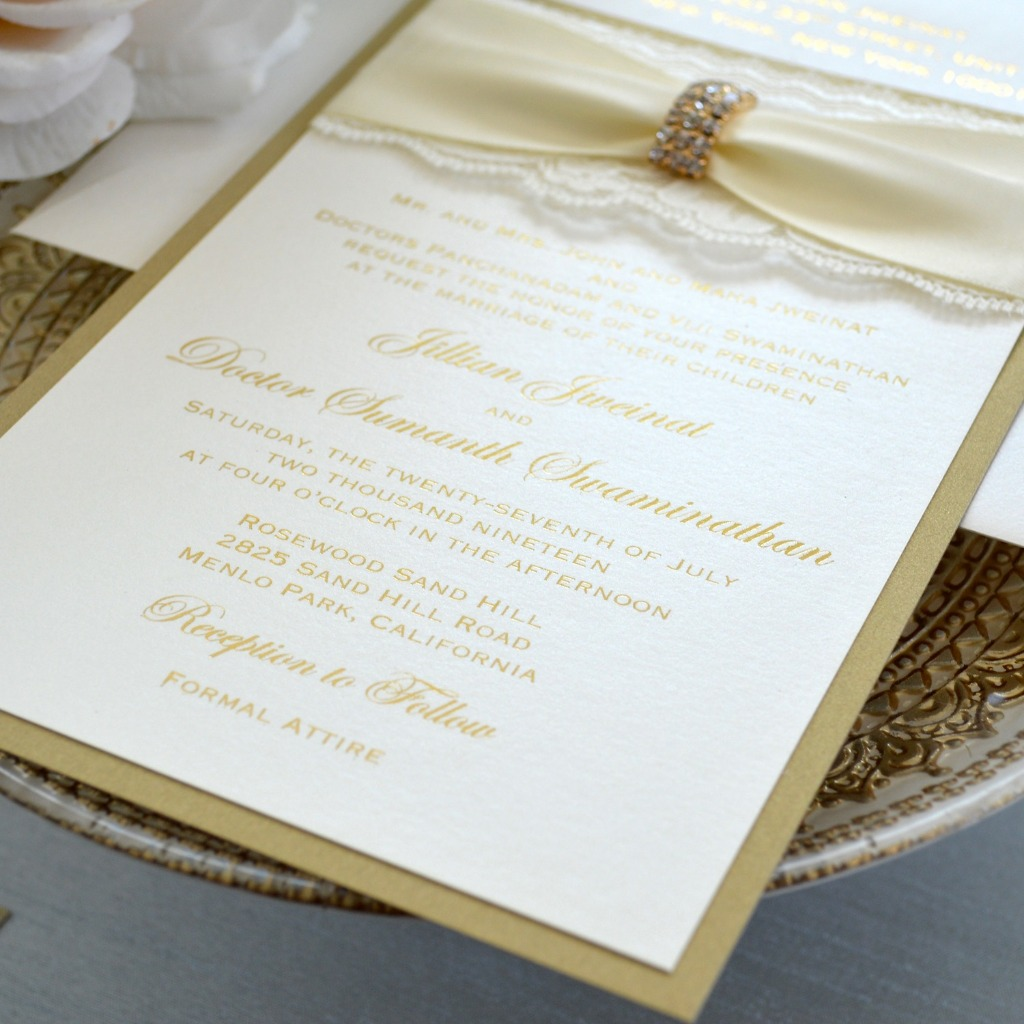 How regal are these Victorian Gold Foil Stamped invitations!? With satin, lace and a broach, it's time for a royal wedding! 👑�