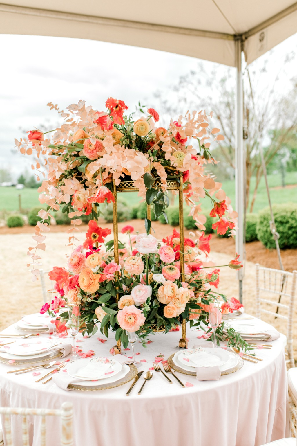 Love seeing Pantone's Color of the Year in this stunning centerpiece!