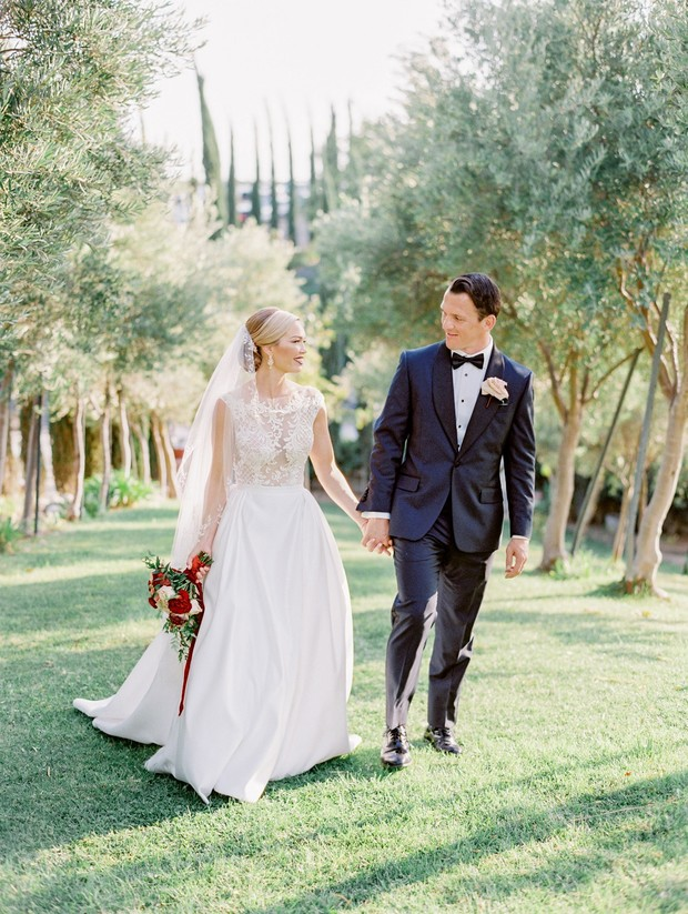 winery wedding in red