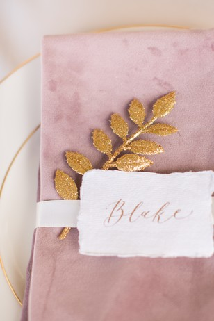 dusty rose and gold wedding place setting
