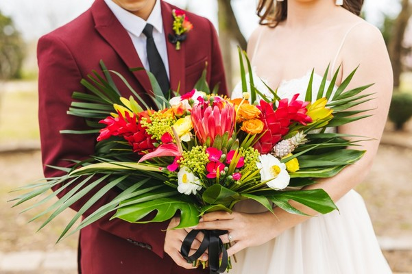 This Chic Wedding Inspiration Packs a Fun Tropical Punch