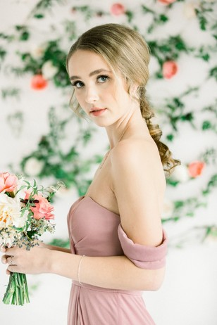 bridesmaid style in mauve dress