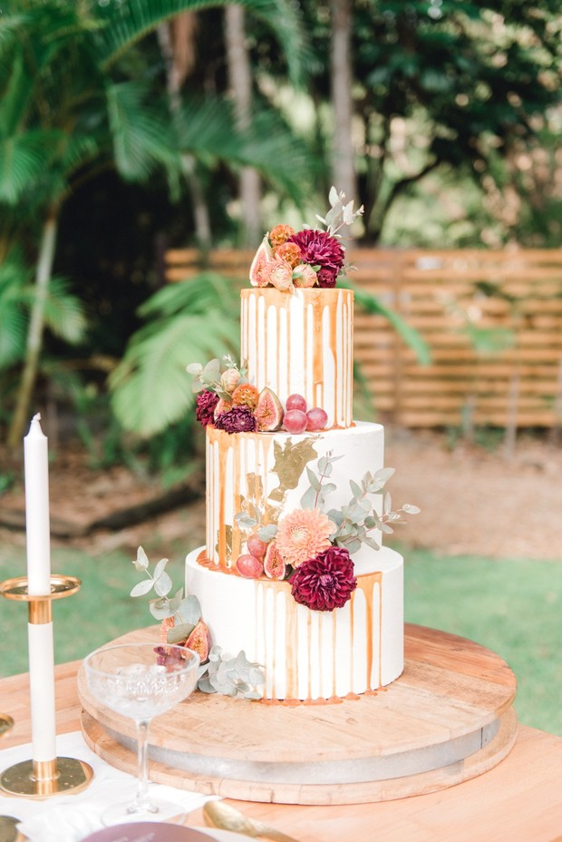 drizzle wedding cake with figs