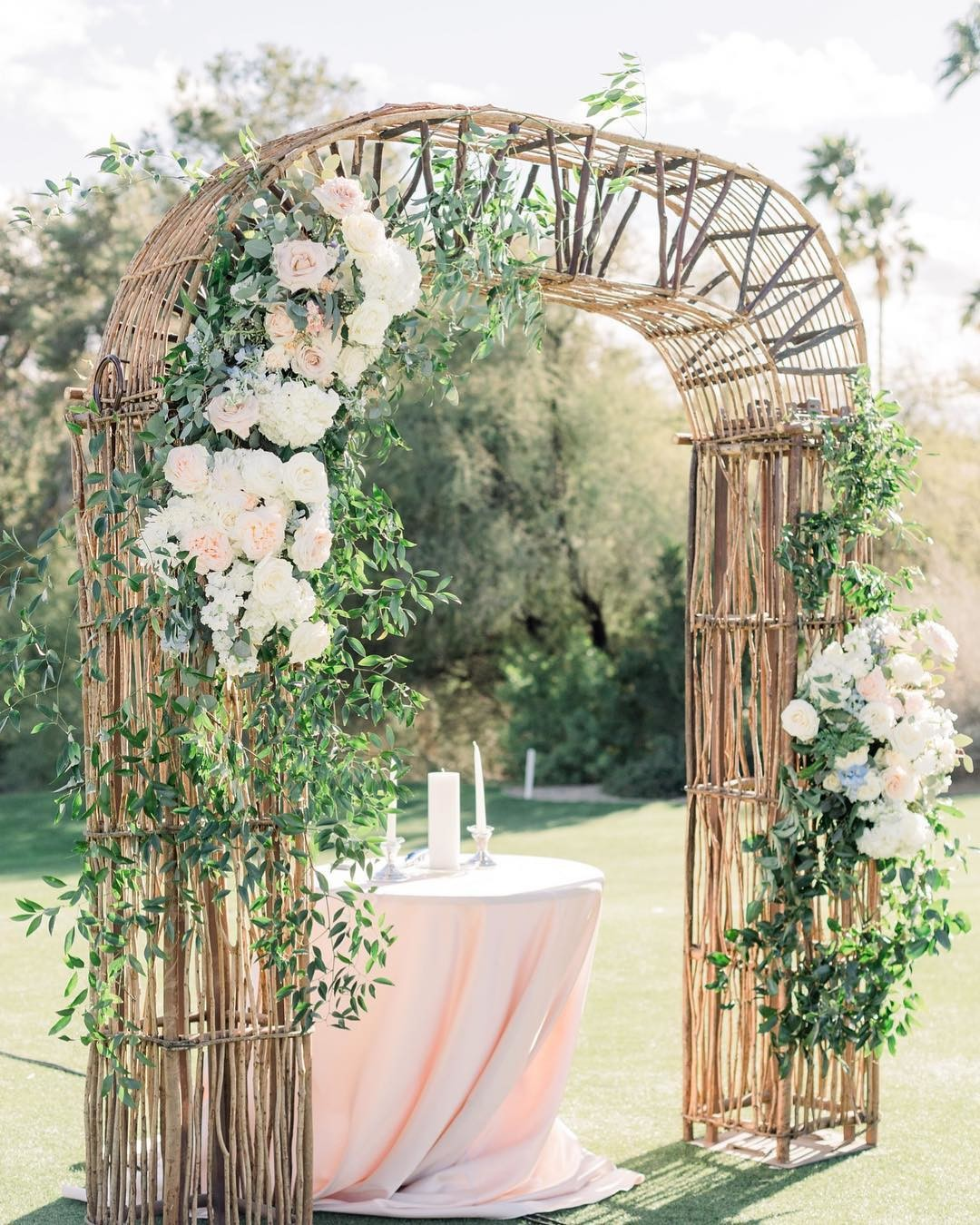 Floral arch set up, perfect for any season 🌸🌿