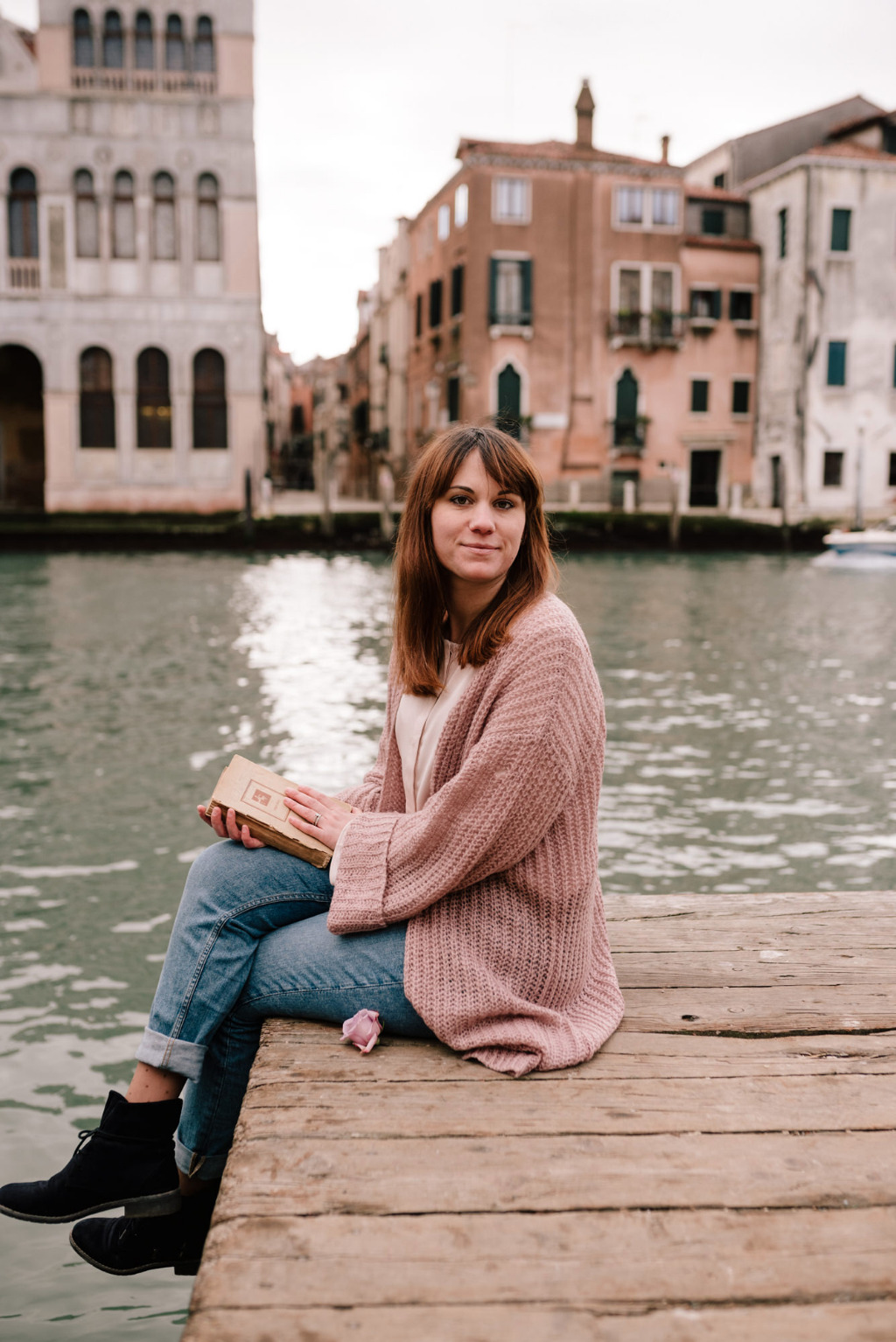 Evelina Mitali, Wedding & Events Planner in Venice during a wedding photoshooting in town. Taking a break!