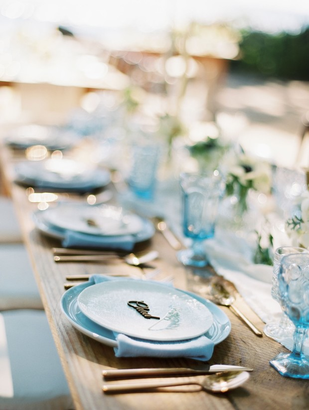 blue white and gold wedding table decor