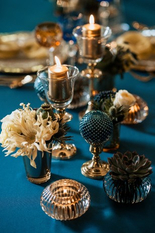 blue and gold opulent wedding table decor