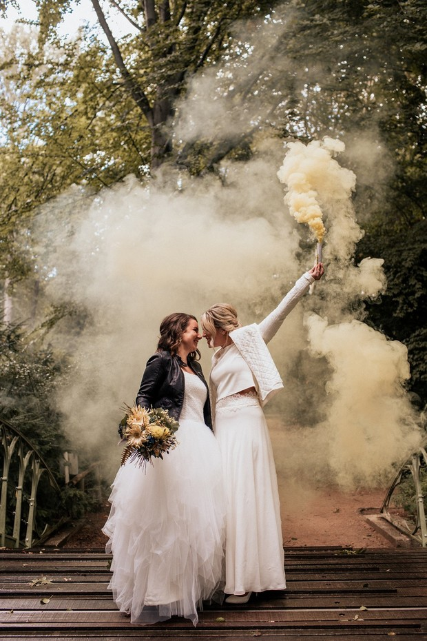 sweet smoke bomb wedding portraits