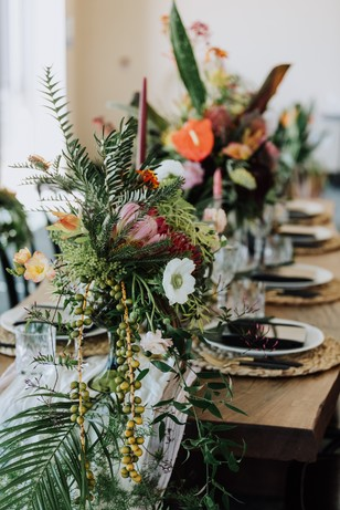 tropical floral wedding table decor