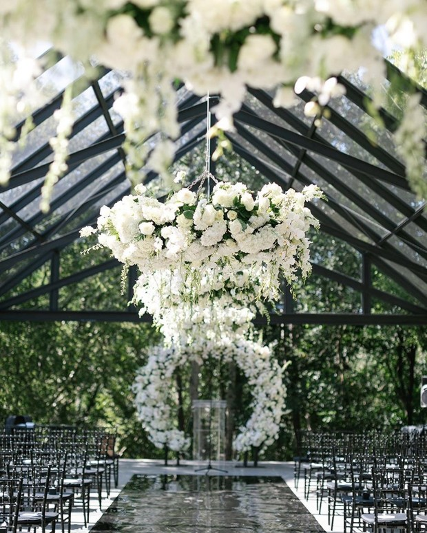 Chic reception decor