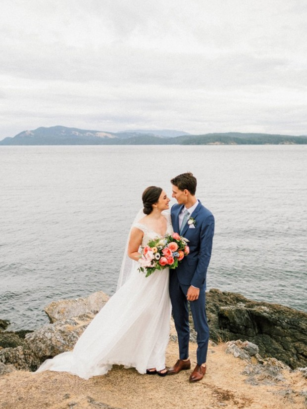 wedding couple in the San Juan Islands