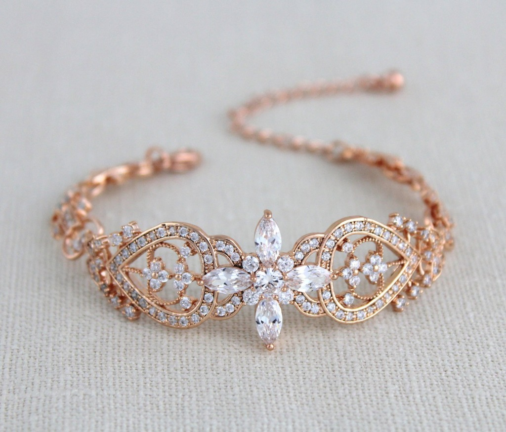 This rose gold bracelet is an amazing addition to your wedding look. Created with sparkly cubic zirconia stones set in a luxurious