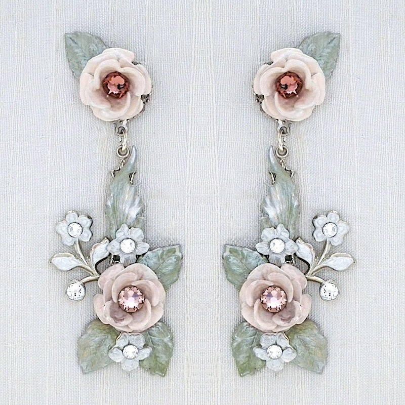 Vintage chandelier earrings with blush roses. So romantic. Perfect for a garden wedding. 2 1/2 in length, 1 wide at the widest point