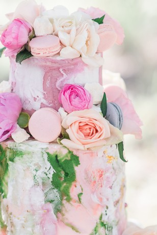 floral decorated wedding cake