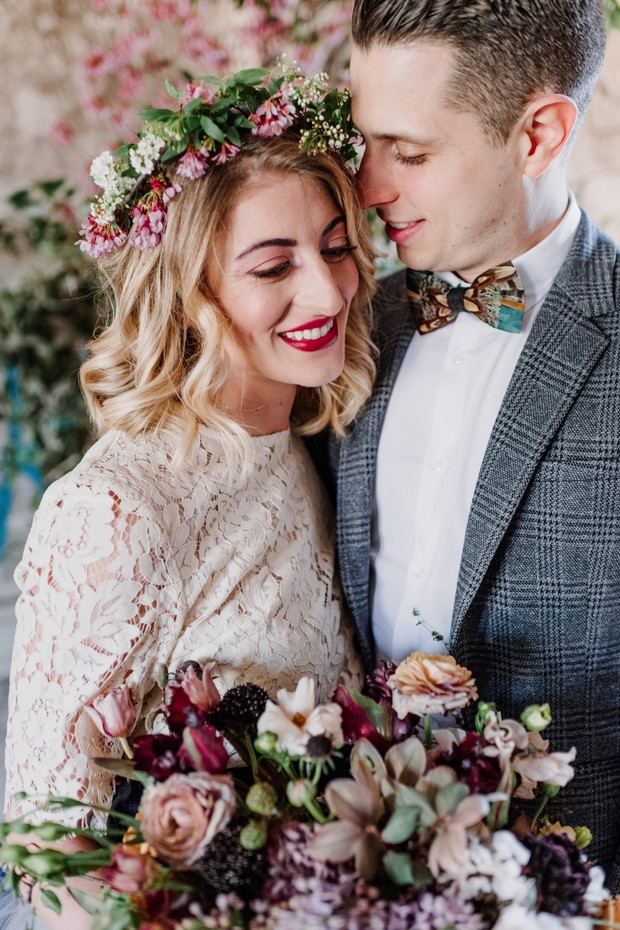 sweet spring time wedding couple looks