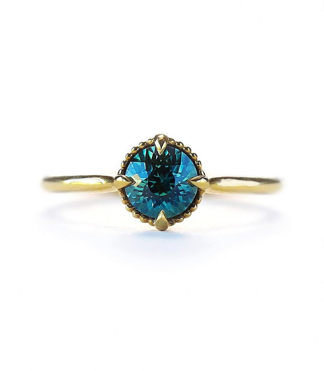 What is it about Teal natural Montana Sapphires that just takes our breath away?!? 💙✨💫 Link in Bio