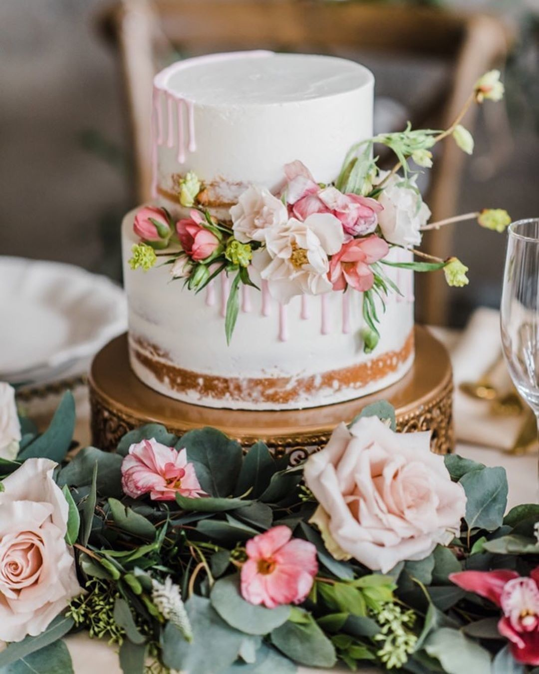 Topping off your beautiful wedding cake with 🌸fresh flowers *almost* makes it too pretty to eat! via