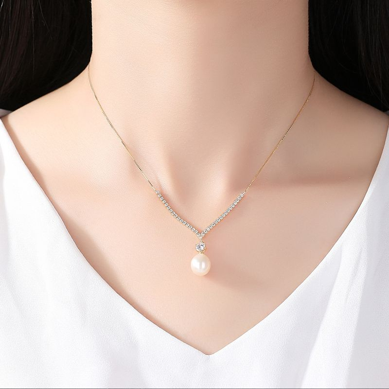 Having been the staple of classy wardrobes for years, pearls have made a resurgence recently in a youthful and fashionable way. Our
