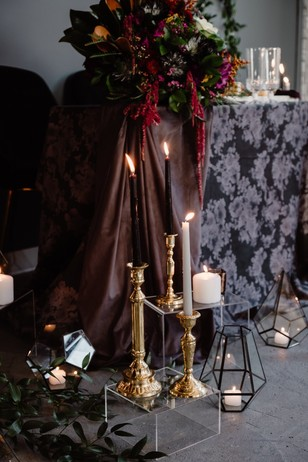 dramatic gold and candle lit wedding decor