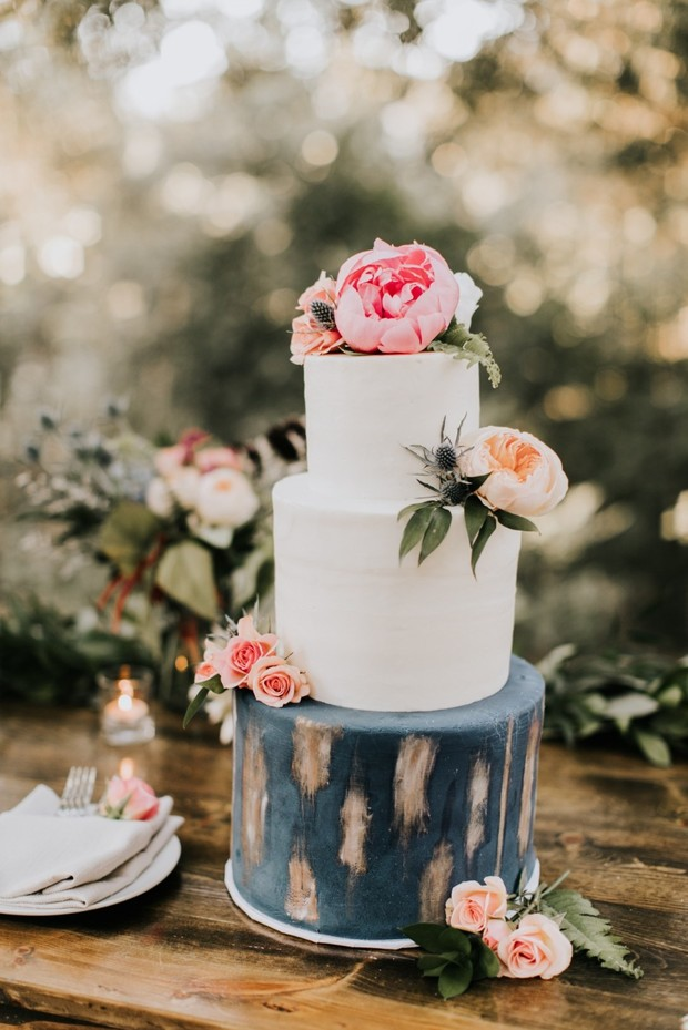 bold single tier wedding cake