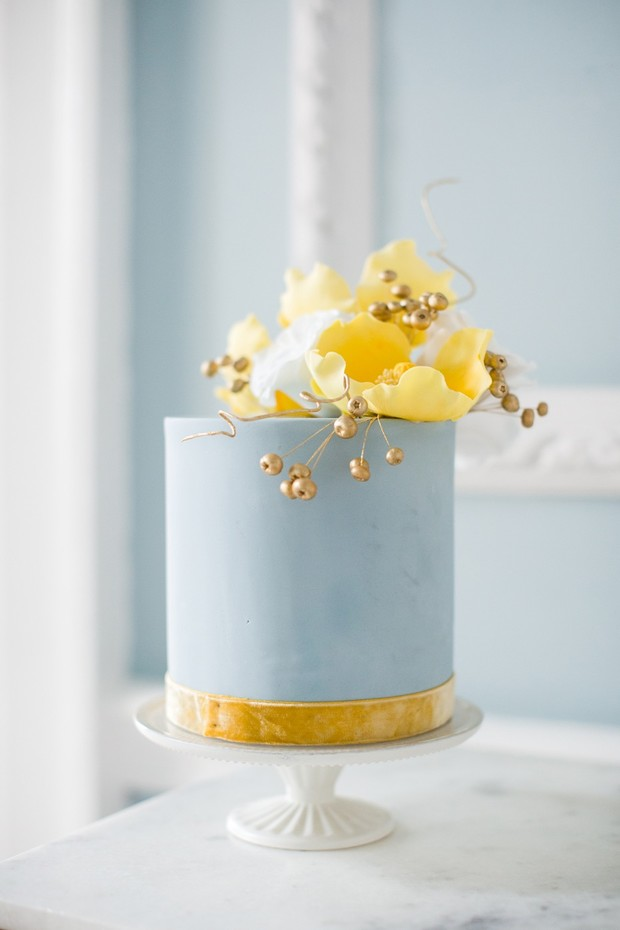 blue and gold mini cake