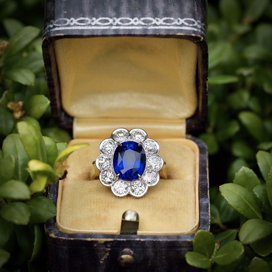 GIA described this sapphire as Royal Blue 😍