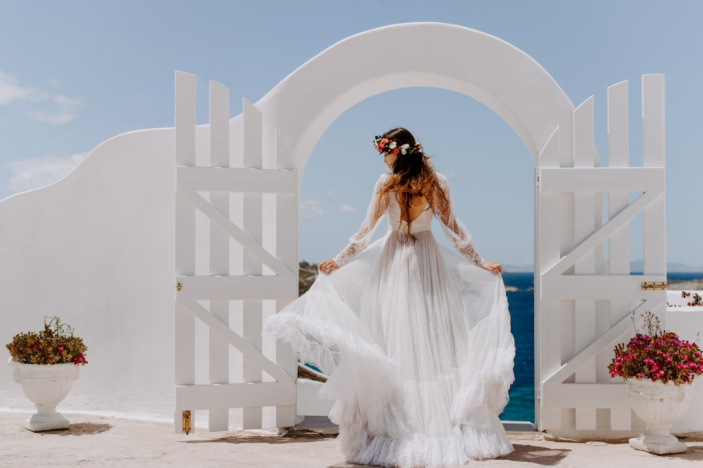 Bridal Portraiet, Elopement Wedding In Mykonos!