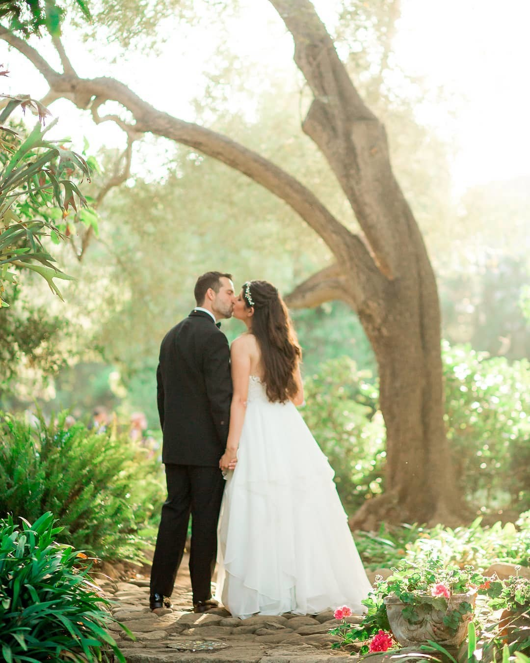 Kelly and Matthew were married in Montecito last summer 💓 ⠀