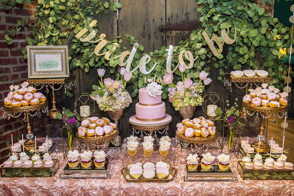 Beautiful dessert tables start with beautiful dessert stands! Shop Opulent Treasures collection of cake and dessert stands for your