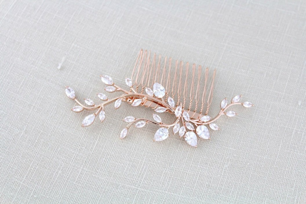 Rose gold cubic zirconia bridal hair comb is so delicate with sprigs of sparkly cubic zirconia stones. Soft lines makes this a perfect