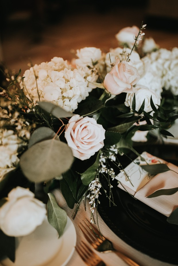 dramatic floral white and black table decor