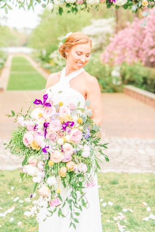 bride and loose springtime bouquet