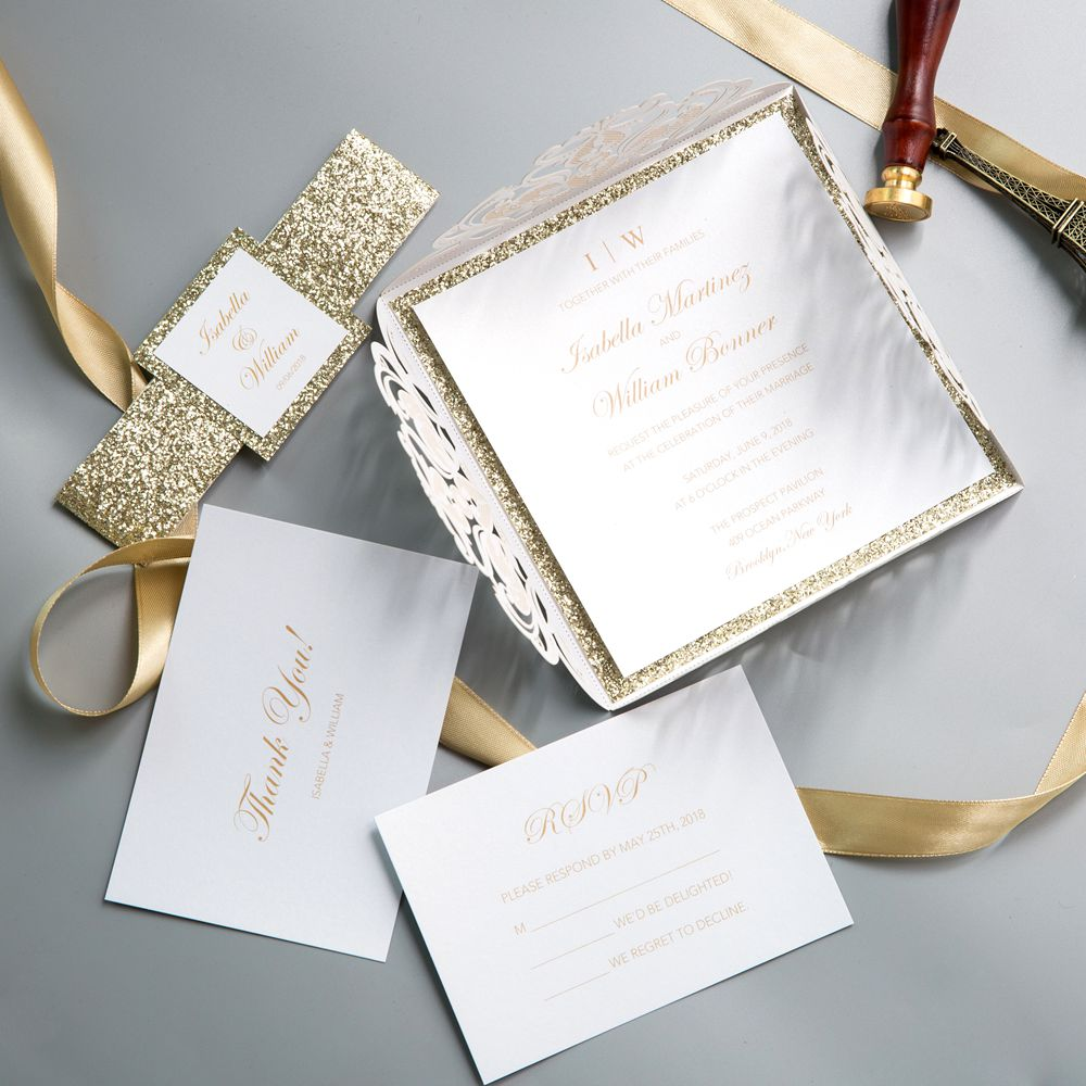 The gold belly band stands out against the ivory sleeve which attracts the guests' attention to a large extent, with them tempting