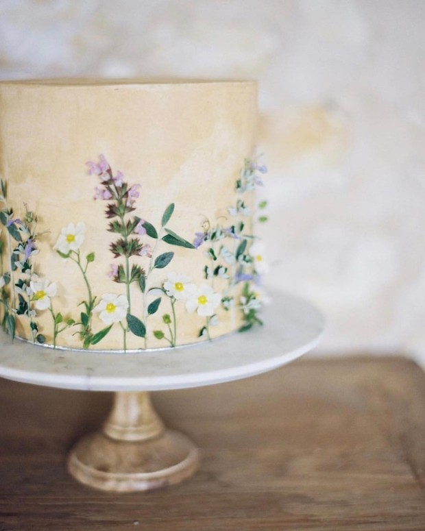 Edible Flower Cakes Are Our New Wedding Cake Flavor (Of the Year)