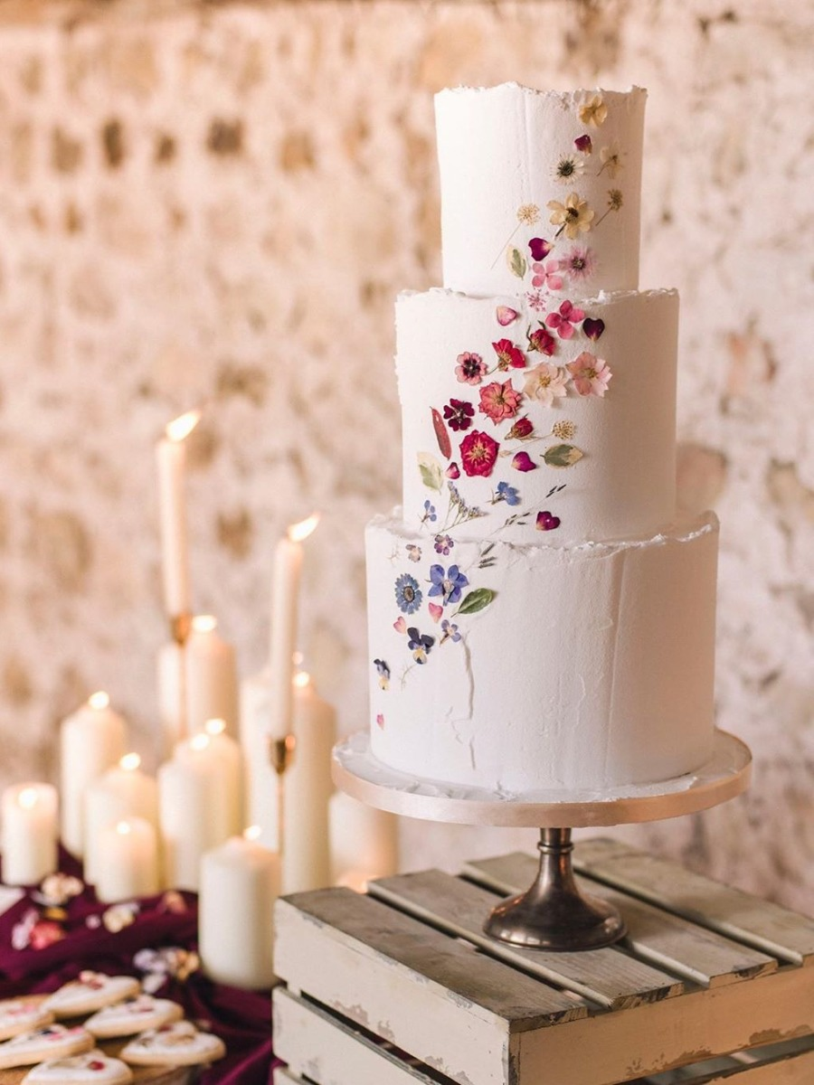 Edible Flower Cakes Are Our New Wedding Cake Flavor Of The Year