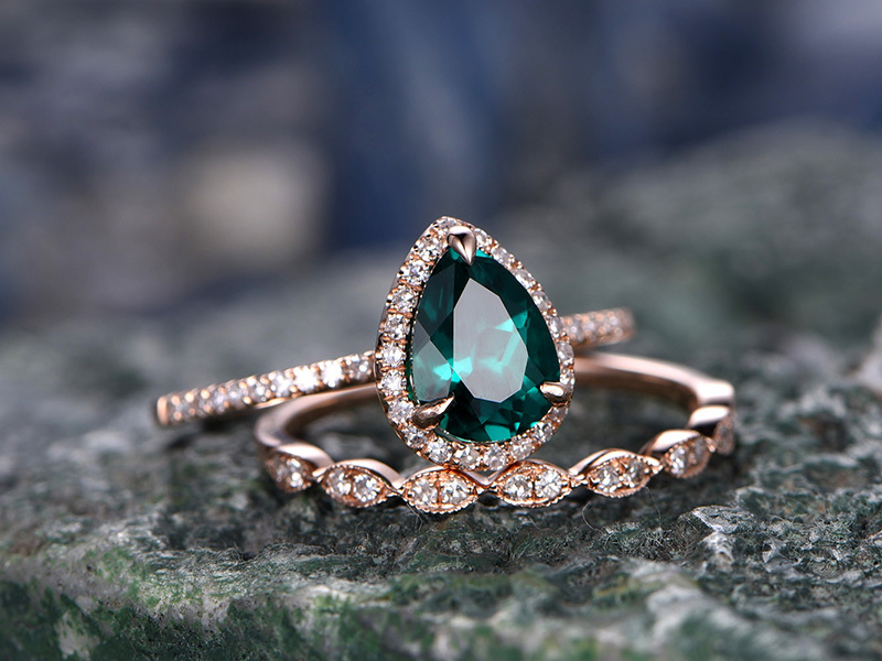 EMERALD WEDDING RINGS in Solid gold